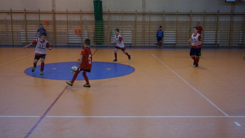 Zajęcia szkółki piłkarskiej podczas ferii zimowych