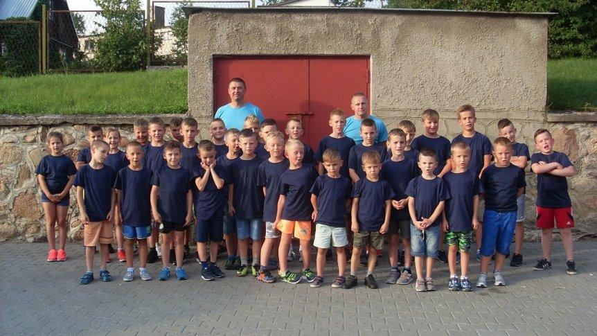 Uczniowie ze Szkoły Podstawowej w Broku na obozie piłkarskim w Mielniku