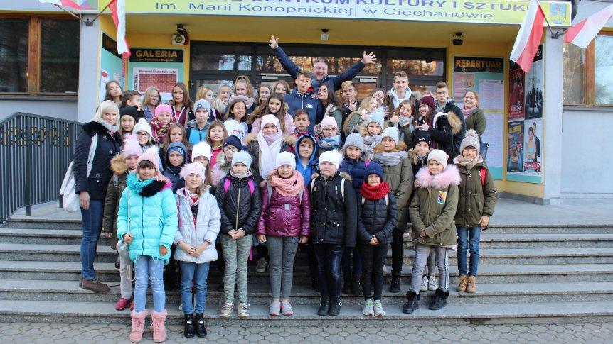 """Uczniowie Zespołu Publicznych Placówek Oświatowych w Broku wzięli udział w kampanii społeczno - edukacyjnej """"GRAM fair play"""" w Ciechanowie"""