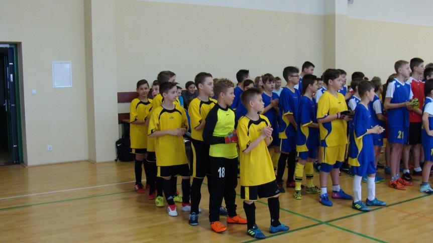 Uczniowie z ZPPO w Broku na zawodach sportowych w powiatowej halowej piłce nożnej