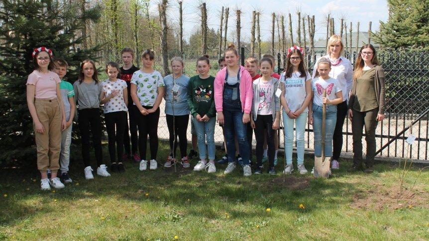 W ZPPO w Broku uczniowie sadzili drzewa z Prezydentem