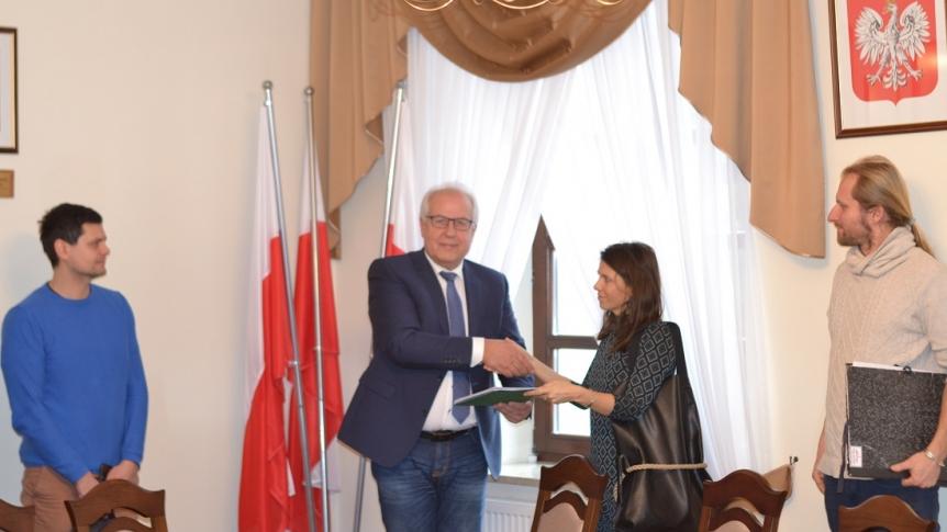 Gmina Brok podpisała umowę na rewitalizację basenu portowego w Broku