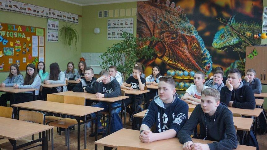 Spotkanie uczniów klasy VII Publicznej Szkoły Podstawowej w Broku z Panią pielęgniarką
