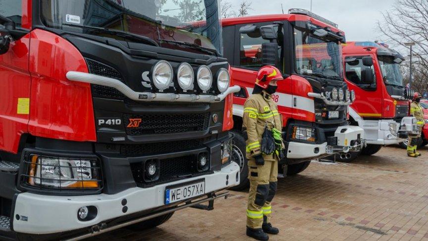 Na zdjęciu wozy strażackie